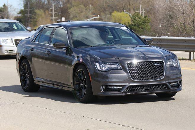 2016 Chrysler 300 SRT spy pics