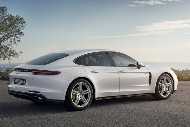 Porsche Panamera Hybrid Variant with 462 HP Joins Lineup