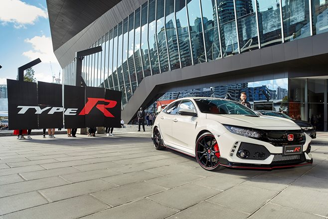 Civic Type R Makes US Debut at 2017 AutoCon in Los Angeles