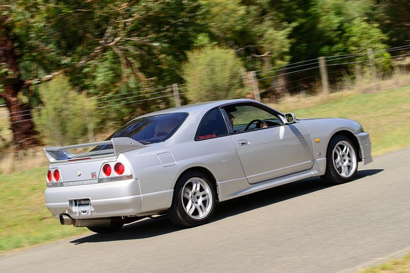 Nissan Skyline R33 GT-R Review