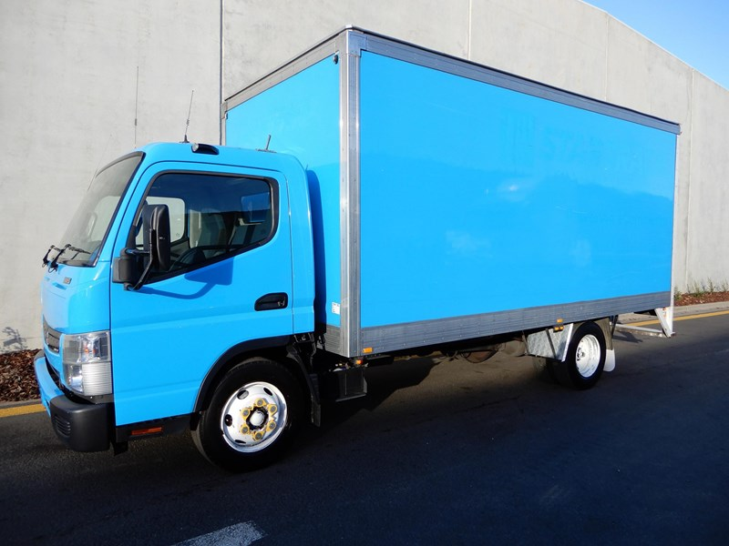 2012 FUSO CANTER 815