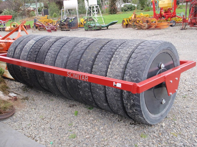 scimitar 3m rubber tyred roller 27890 002