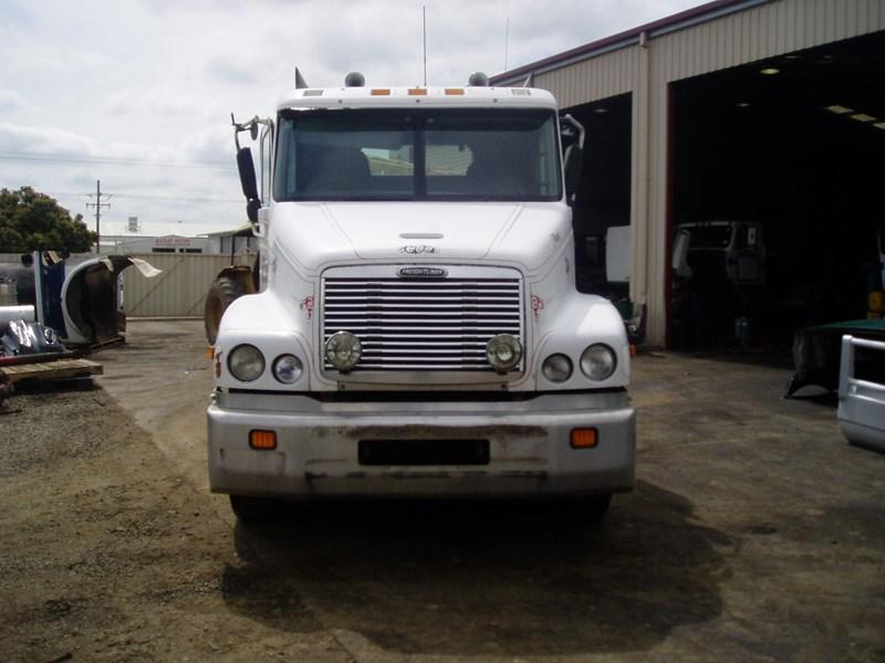 2000 Freightliner C112 Dismantling