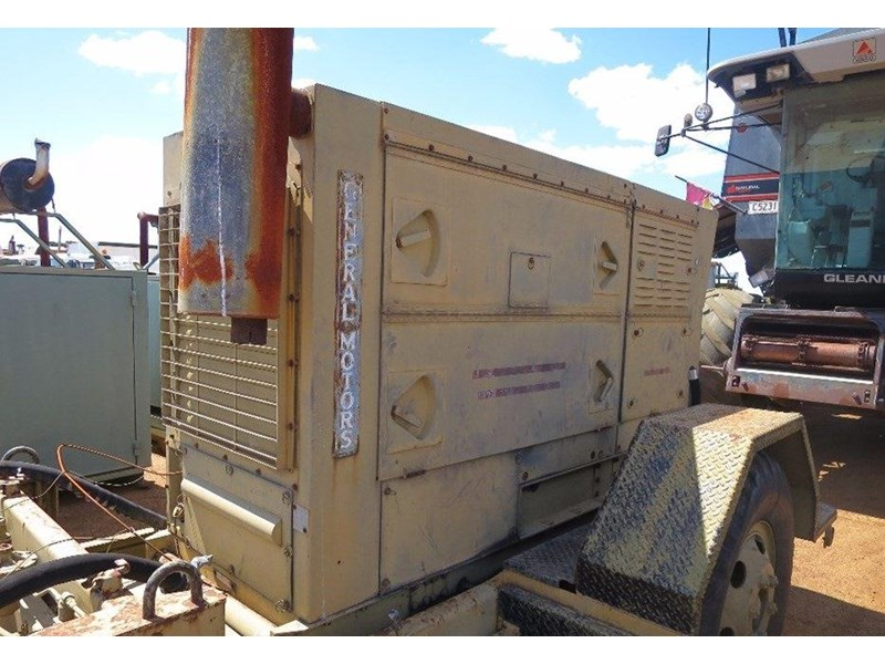 unknown trailer mounted generator 320436 005