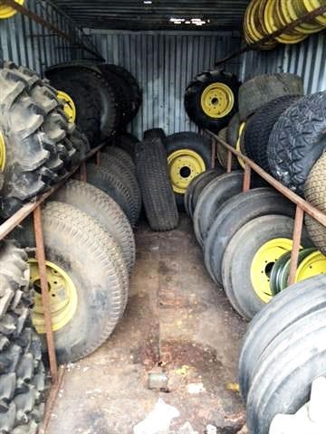 large quantity of new tyres & wheels 359273 002