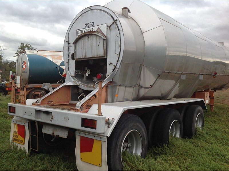 cem triaxle stainless insulated gas tanker 151171 004