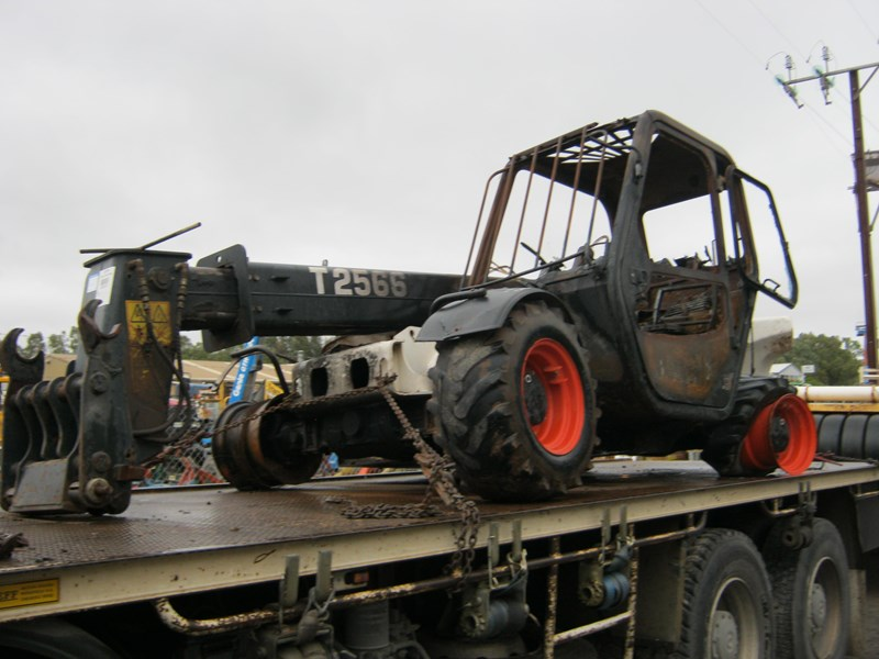 wrecking parts only bobcat t2566 telehandler 398929 001