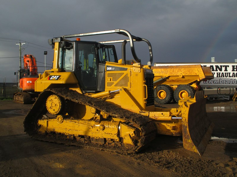 caterpillar d6n lgp dozer (also available for hire) 404947 004