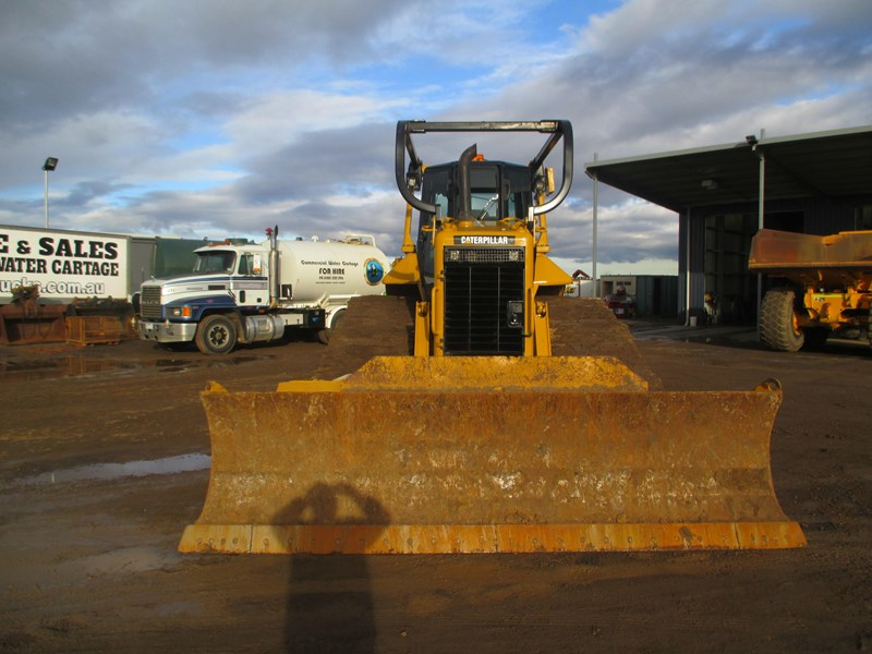 caterpillar d6n lgp dozer (also available for hire) 404947 006