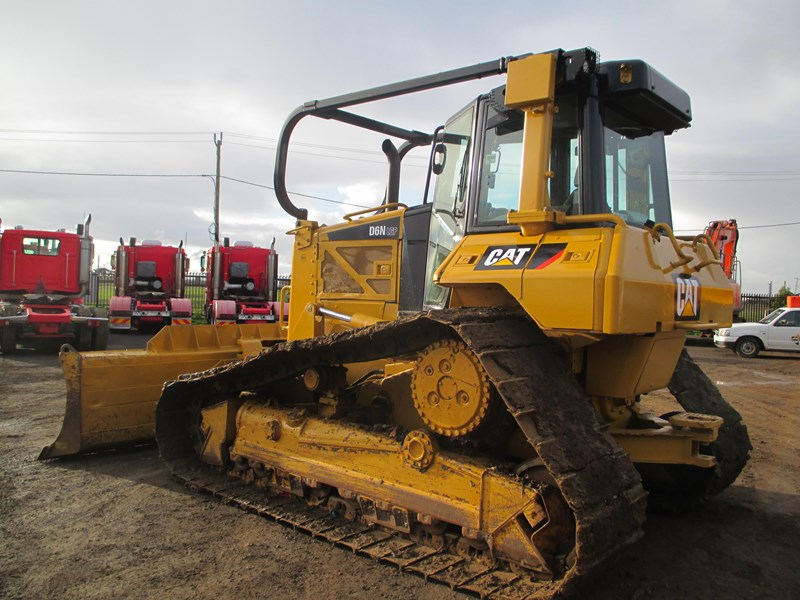 caterpillar d6n lgp dozer (also available for hire) 404947 009