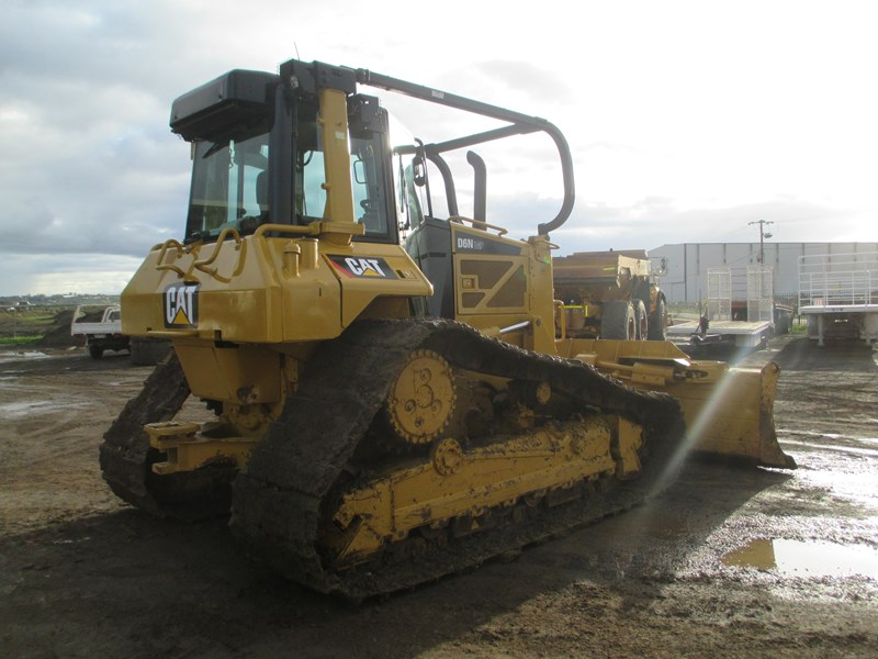 caterpillar d6n lgp dozer (also available for hire) 404947 008