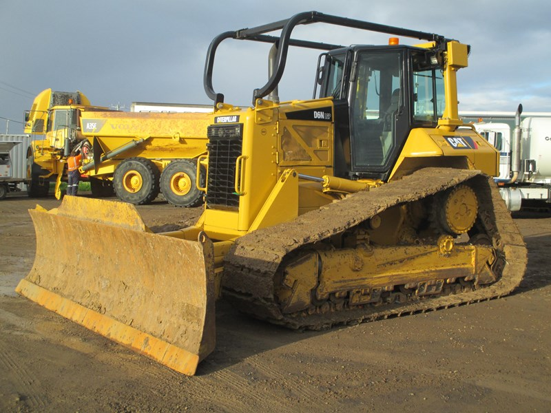 caterpillar d6n lgp dozer (also available for hire) 404947 002
