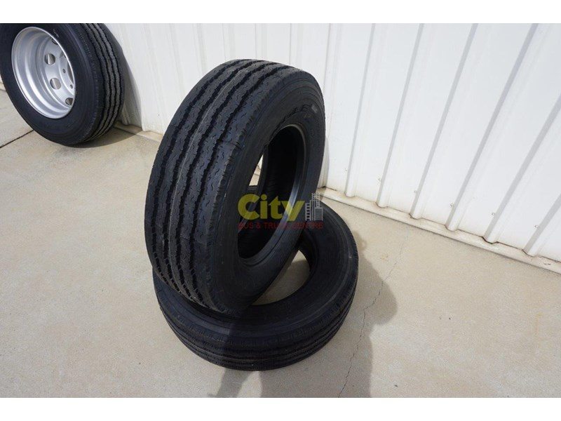 triangle 265/70r19.5 tr675 18 ply trailer / steer tyre 423980 003