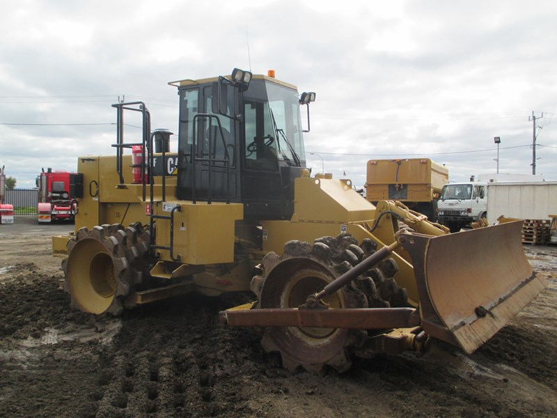 caterpillar 815f compactor (also available for hire) 431364 004