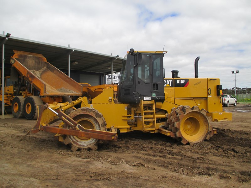 caterpillar 815f compactor (also available for hire) 431364 012