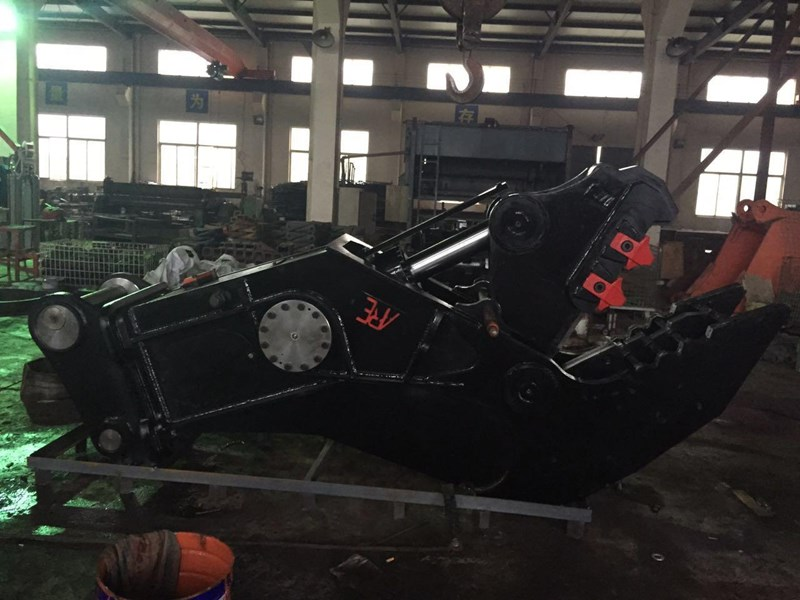 ausmetal recycling equipment are 25 to 35ton hydraulic concrete crusher/pulverizer 444406 002