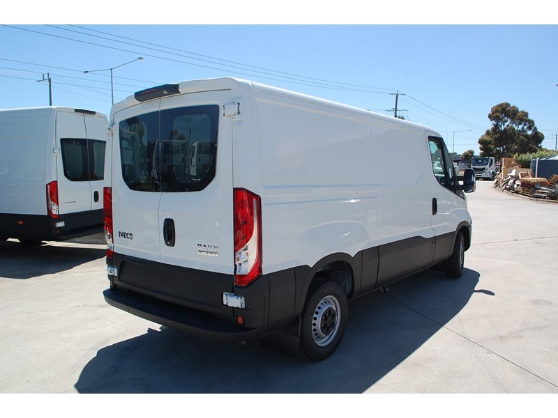 iveco daily 35s13 414622 004
