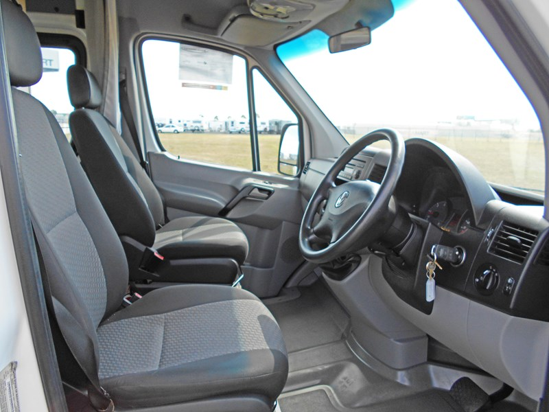 volkswagen crafter 2 berth ultima 463533 003