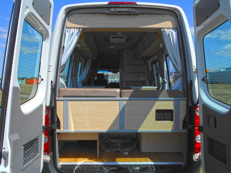 volkswagen crafter 2 berth ultima 463533 016