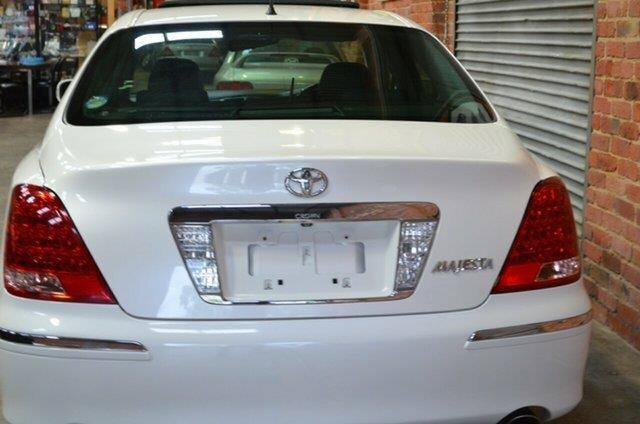 toyota crown 460399 012
