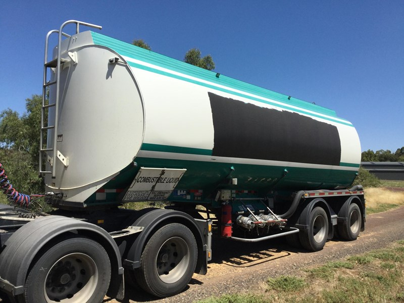 marshall lethlean 19 meter b double set fuel tanker 472477 006