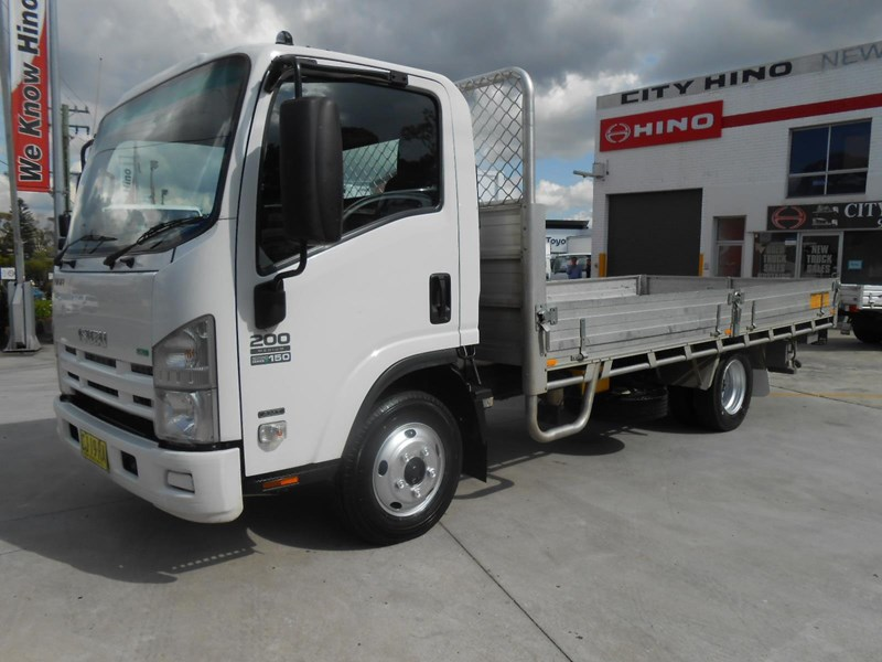 isuzu nnr200 medium amt 477371 001