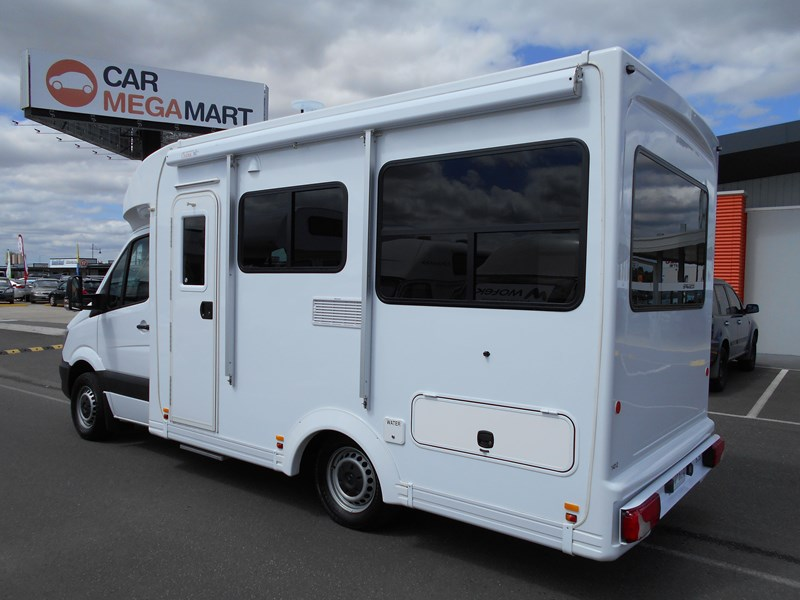 mercedes-benz 4 berth discovery 477869 005