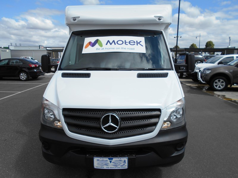 mercedes-benz 4 berth discovery 477869 006