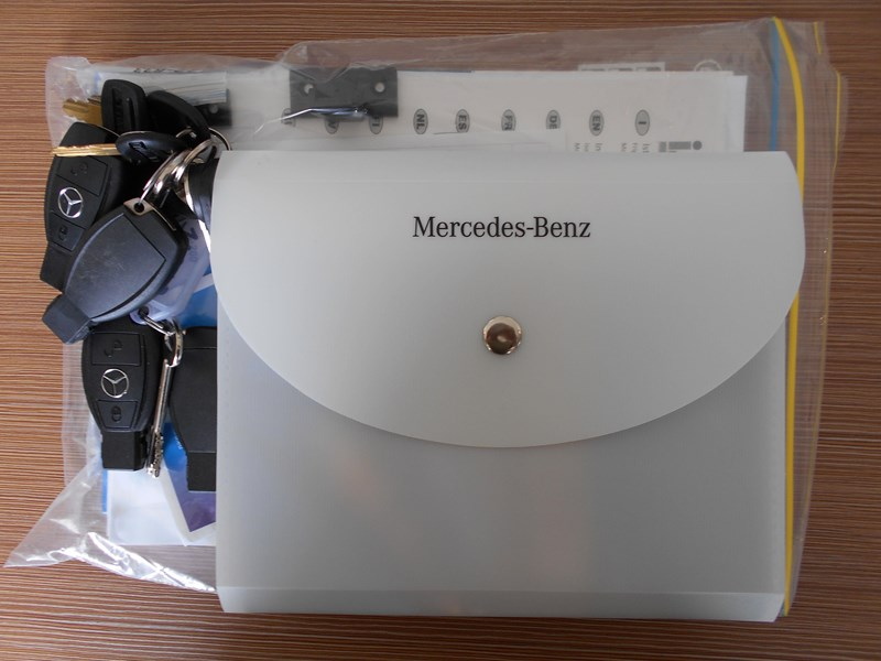 mercedes-benz 4 berth discovery 477869 025
