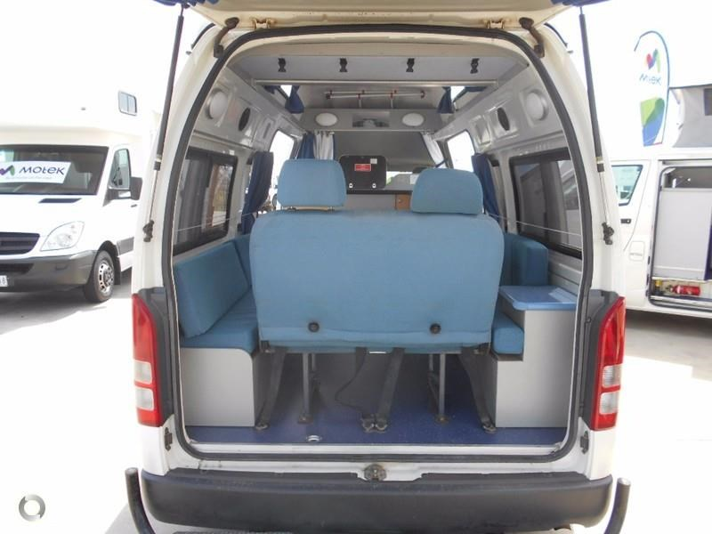 toyota hiace voyager 497578 012