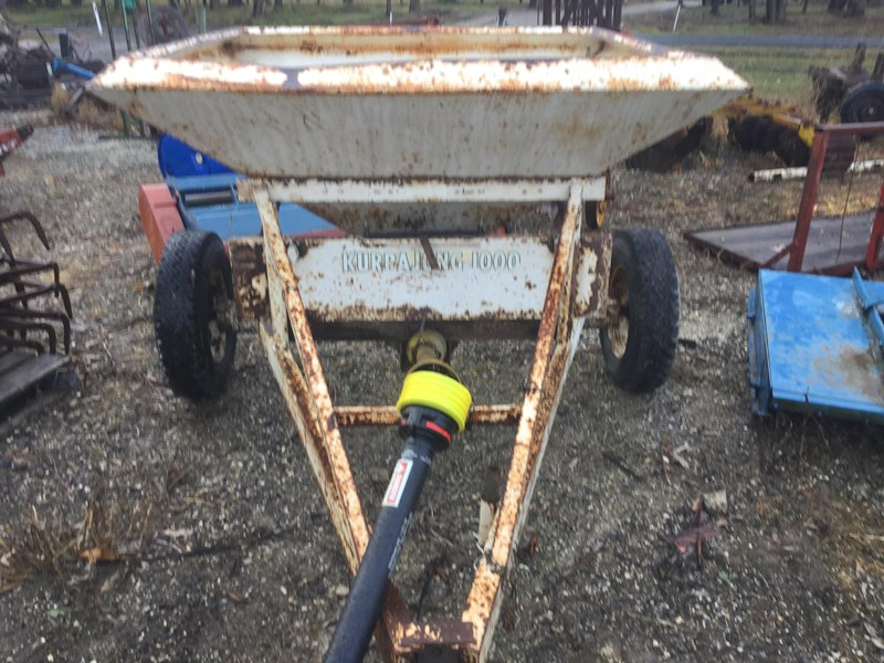 crump 1 tonne trailig fertiliser spreader 513007 001