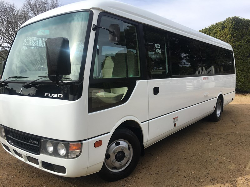 fuso rosa deluxe 25 seats 514386 002