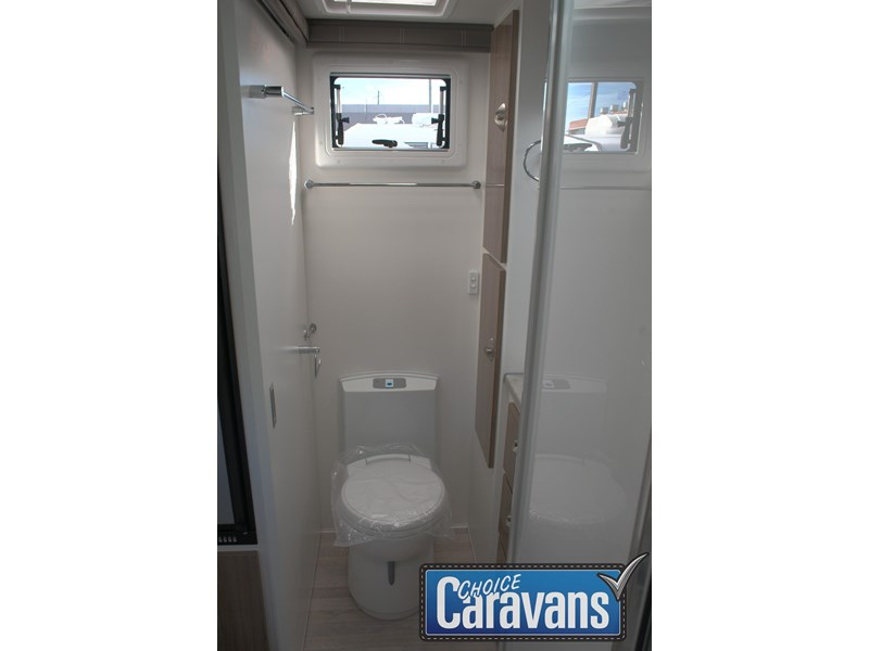 retreat caravans fraser 180c 515705 030