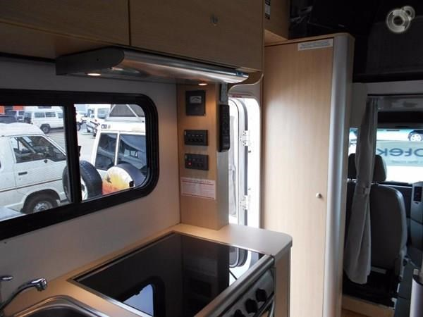 volkswagen crafter 4 berth beach 520155 017