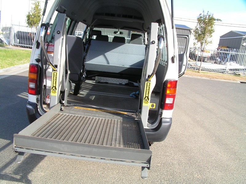 toyota hiace, wheelchair, 49000 k's, automatic high roof mini bus 525445 004