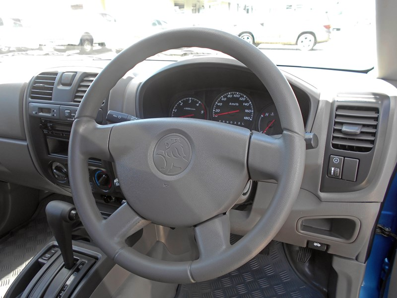 holden rodeo 543785 011
