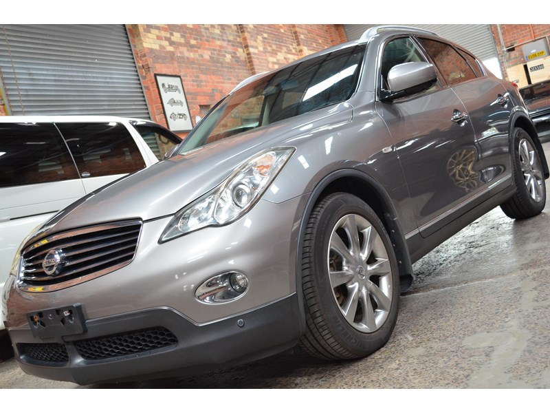 nissan 370gt crossover four 549821 017