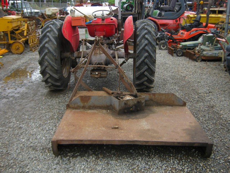 massey ferguson 35 petrol tractor with 5' slasher 558351 010