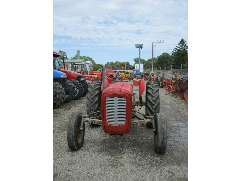 massey ferguson 35 petrol tractor with 5' slasher 558351 014