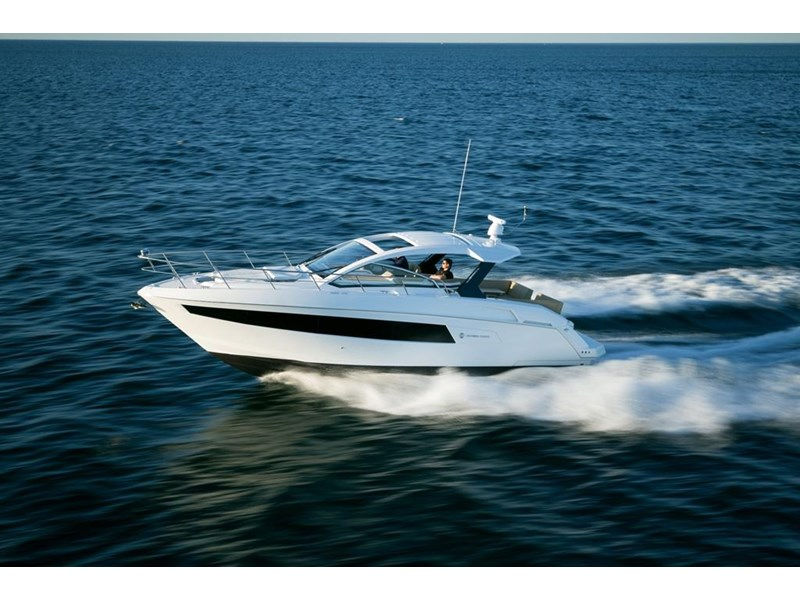 cruiser yachts 39 express coupe 562798 001