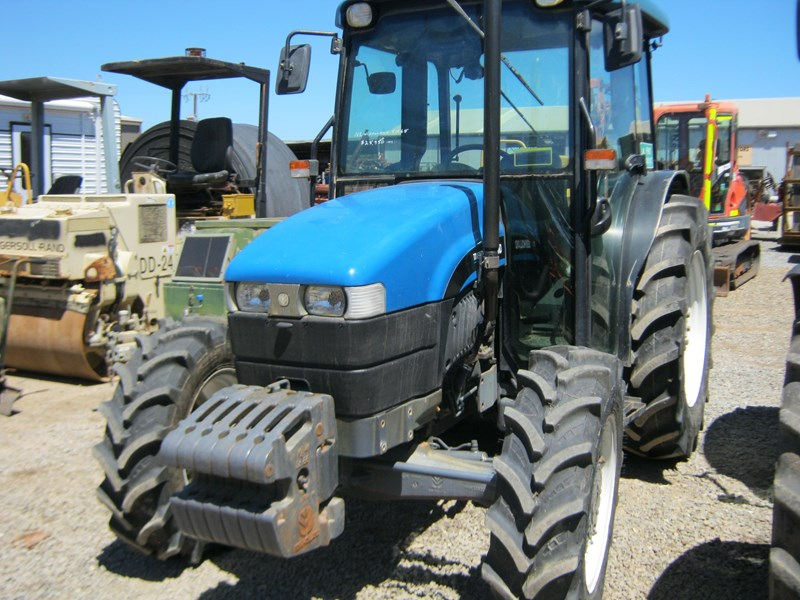 new holland tn65d 4 wheel drive tractor 564048 004