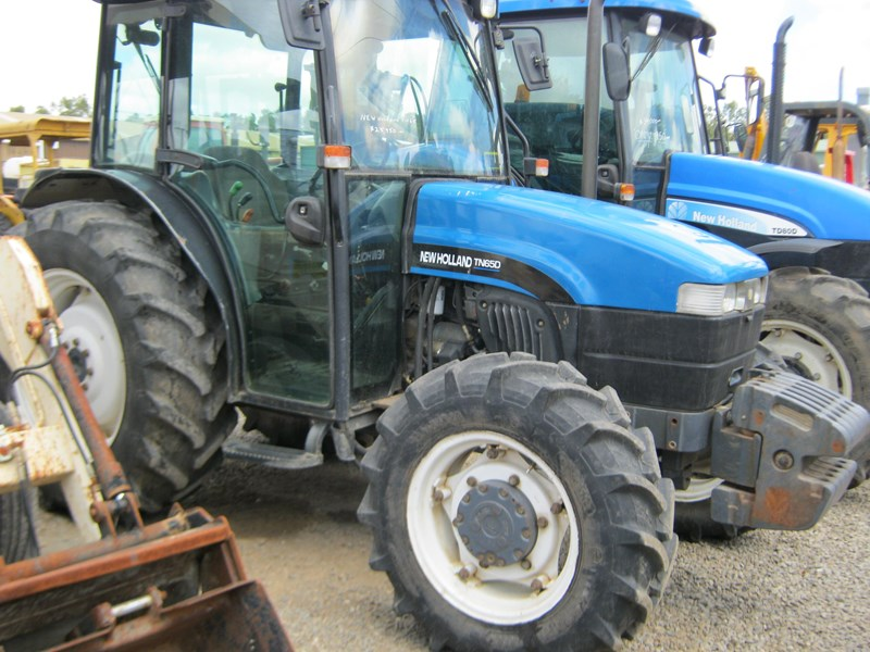 new holland tn65d 4 wheel drive tractor 564048 007