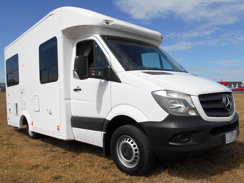 mercedes-benz 4 berth discovery 477869 008