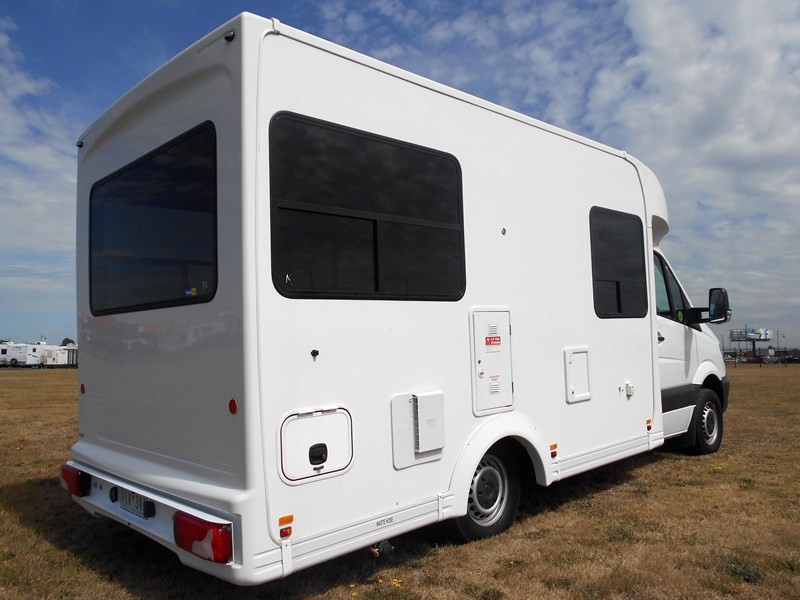 mercedes-benz 4 berth discovery 477869 009