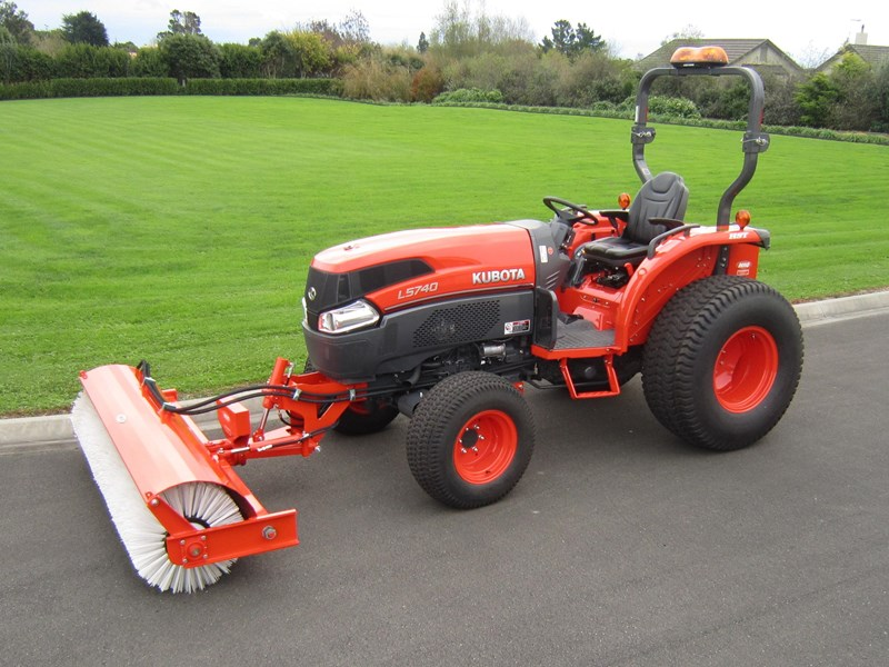 kubota l5740 tractor road broom combo (59hp) 56671 003