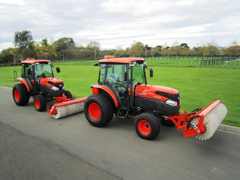 kubota l5740 tractor road broom combo (59hp) 56671 004