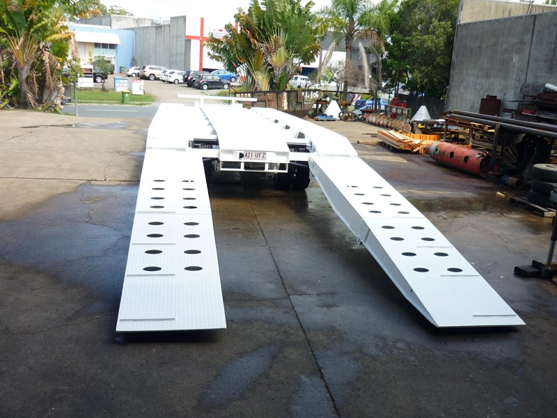 russell heale tri deck spreading tag. price excludes gst 476575 012