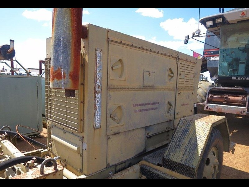 unknown trailer mounted generator 320436 009