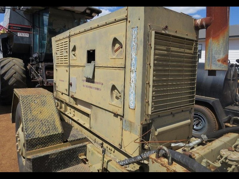 unknown trailer mounted generator 320436 015