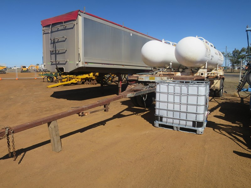 unknown fitted with 2 x anhydrous ammonia tanks 397092 003